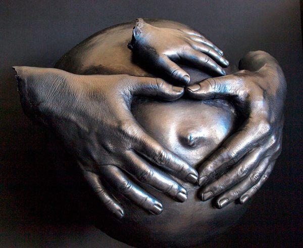 Bea Escultura barriga embarazada con peana