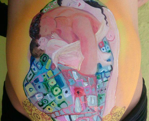 barriga pintada estilo Gustav Klimt