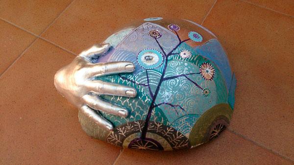 escultura de barriga embarazada decorada