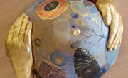 Esculturas de barrigas embarazadas decoradas